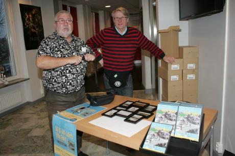 Jeffrey Boman och Simon Jonson från Edetgruppen stod i foajén och sålde dvd-filmer till dem som önskade.