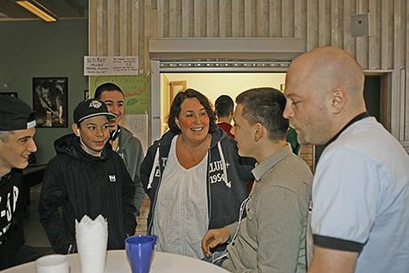 Redan varm i kläderna. Åsa Holmbom är ny enhetschef på Ale fritid sedan i oktober. Tidigare har hon bland annat jobbat för STS språkresor och som verksamhetschef för Majblomman, men är lärare i grunden.