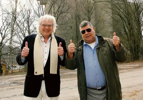 Tumme upp! Olle Skoglunds planer för glasbrukets gamla silor är att de mals ner till parkeringsdäck för boende i det planerade bostadsområdet Borgen nedanför Skolberget. Samhällsbyggnadsnämndens ordförande Jan A Pressfeldt ställer sig positiv till hela sex av Skoglunds byggprojekt.