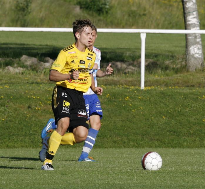 Tysken på språng. Sebastian Hollstein var Ahlafors IF:s stora härförare i bortamatchen mot Arvika som de gulsvarta vann med 3-0.