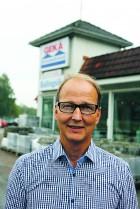 Sven Karlsson har drivit Gekå Byggvaror sedan 1983. Nu har han sålt bolaget till Derome Byggvaror och Träteknik AB som tar över verksamheten från den 1 september.