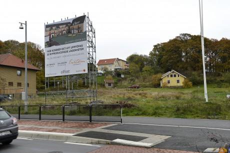 Längs Göteborgsvägen vid Skolvägen i Bohus byggs nu 20 nya bostadsrätter i ett suveränt läge nära pendeln.