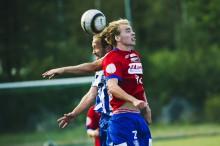 Mats Johansson har gjort sin sista match i IFK Uddevallas blåvitrandiga tröja. Nästa säsong återvänder den 36-årige mittfältaren till Ekaråsen och blir spelande assisterande tränare i Edet FK. Foto: Lasse Edwartz