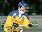 Lasse Karlsson gjorde comeback i Surte borta mot Blåsut-Vänersborg. Den forne skyttekungen levererade direkt, men Surte föll ändå med blytunga 3-2.