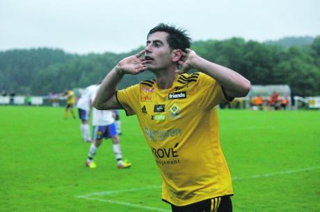 Moha Razek firade målskytt i Ahlafors IF säsongen 2013, då han svarade för hela tolv mål. Efter en skadefylld säsong i division två klubben Assyriska har han bestämt sig för att återvända till Sjövallen.