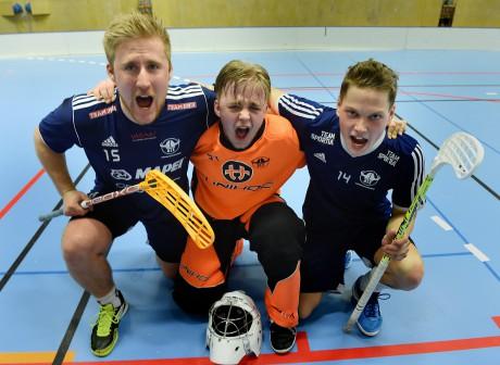 Derbyhjältar. Tvåmålsskytten Alexander Sörensen, målvakten Anton Hermansson och Robbin Carlsson även han två mål såg till att Ale stod som segrare i derbyfesten mot Surte.