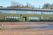 Utbildningsnämndens beslut innebär att Tingbergsskolans högstadium stänger till hösten.