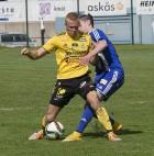 Markus Hedberg var tillbaka som mittback tillsammans med Henrik Andersson. Hedberg var kung i försvaret och styrde den gulsvarta bussen.