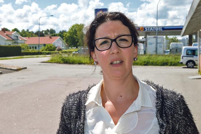 Elena Fridfeldt (C), ordförande för Centerpartiet i Ale, anser att underlaget för att ta beslut om var ett nytt kommunhus bör ligga är för dåligt. Inte ens prislappen är känd.