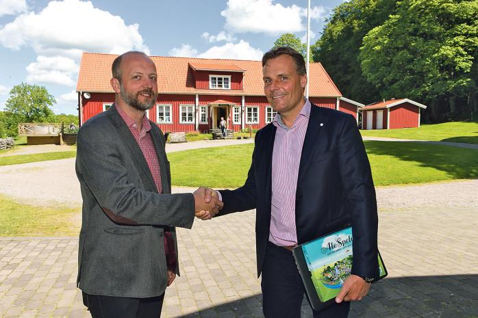 Superentreprenören Ola Serneke mötte kommunalråd Mikael Berglund (M) och ett 60-tal företagare på en företagarlunch på Kungsgården i Alvhem.