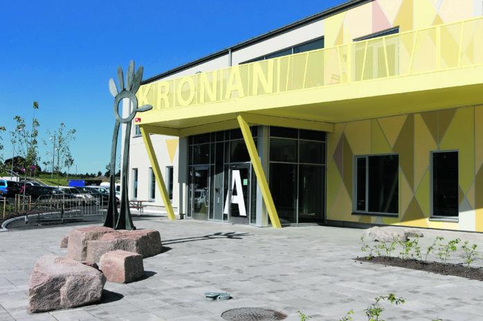 Inlåsta i nya Kronaskolans idrottshall. Basketträningen för MBA:s flickor 06-07 blev en mardröm.