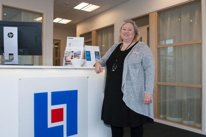 Susanne Karlsson, kontorschef på Länsförsäkringar Älvsborg i Nödinge, som har flyttat in i större och bättre kundanpassade lokaler på Ale Torg.