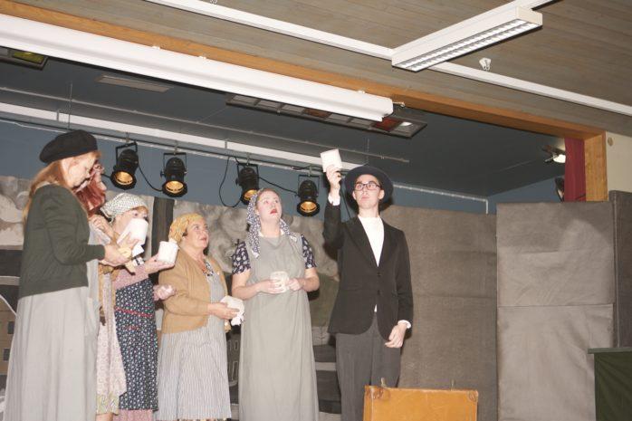 Full Rulle är en teater som skildrar pappersbrukets historia i Lilla Edet.