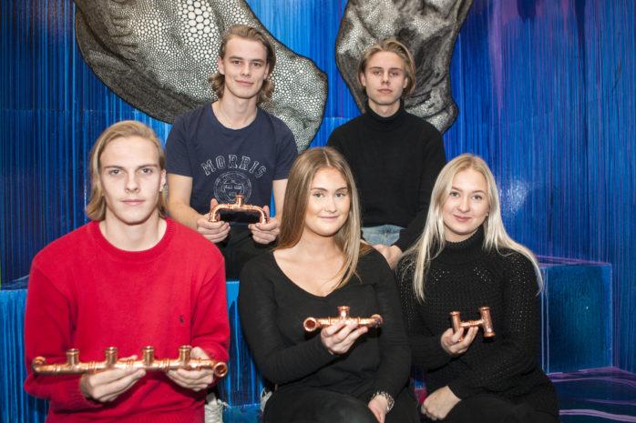 David Ragnarson, Jesper Rosenberg, Joakim Thornberg, Lovisa Ericsson och Kajsa Kröjtz har tillsammans bildat Cuprum UF som återanvänder spillprodukter från kopparrör och tillverkar ljusstakar i olika storlekar.