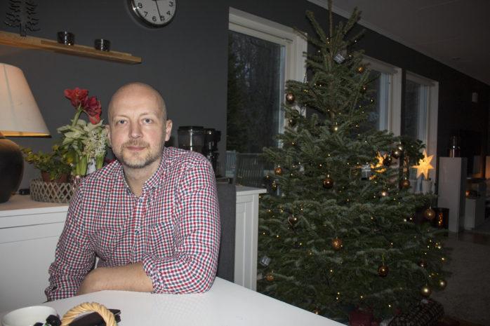 Mikael Berglund är oppositionsrådet som laddar batterierna. Nu vill han tydliggöra skillnaderna mellan nuvarande majoritet och Alliansen.
