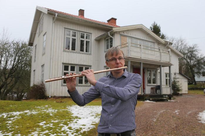 Johan Dahlbäck är en av de musiker som medverkar på fredagens musikgudstjänst i S:t Peders kyrka i Lödöse där den världsberömde operasångaren Krister St. Hill gör ett uppskattat gästspel. Arkivbild: Per-Anders Klöversjö