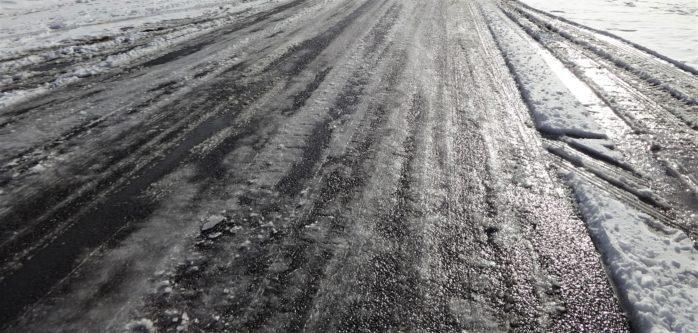 Trafikverket och SMHI har gått ut med en varning om halt väglag.