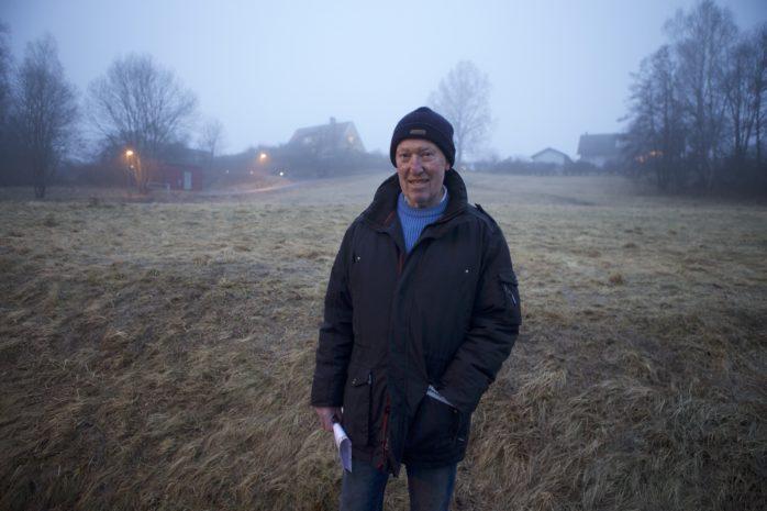 Nils-Olov Karlsson är bekymrad över planerna att bygga bostäder på Vallmovägen.