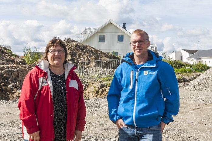 Mark- och exploateringschef Cecilia Friberg tillsammans med exploateringsingenjör Andreas Thorstensson, som bjuder in till Bodag på Ström nu på söndag. Då sker försäljningsstart av 21 friliggande tomter.