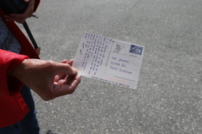 Gunnel Johansen fick ett kort av sin dotter – 17 år efter att det skickades.
