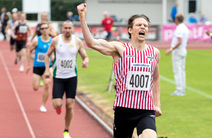 Nicklas Tollesson var först över mållinjen i både 800- och 1500-metersloppet under veteran-SM i Karlskrona.  Foto: Håkan Erwing.