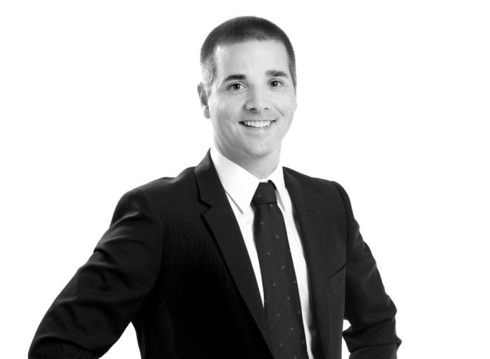 Henrik Kjellberg driver sedan 2013 kontoren för  Axelssons Fastighetsbyrå i Ale och Lilla Edet, men är nu också delägare i Kungälvskontoret. Sedan 1 oktober ingår Axelssons Fastighetsbyrå i mäklarkedjan ERA.