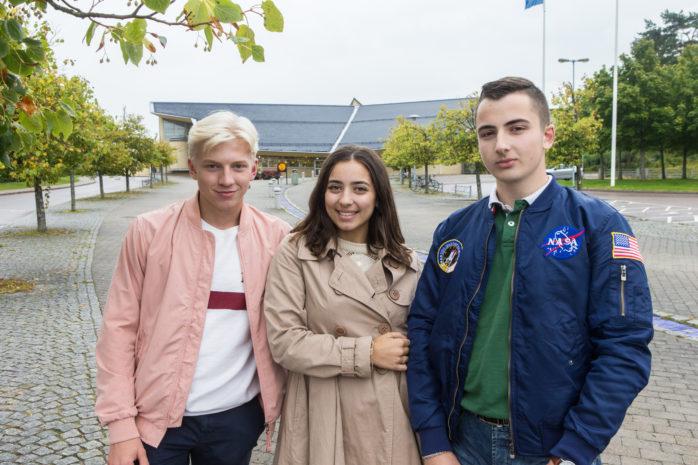 Oliver Andersson, Jara Raad och Mohammed Raad i Ale ungdomsråd uppmanar nu alla ungdomar i ålder 13-20 år att besöka påverkanstorget som arrangeras i medborgarhuset, Alafors, på fredag.