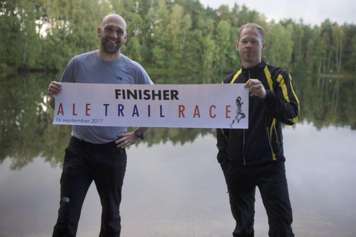 Joakim Ljungberg och Marthin Krantz är med i arrangörsgruppen som håller i Ale Trail Race på lördag. De båda hoppas att årets lopp ska bli bättre än premiären förra året.