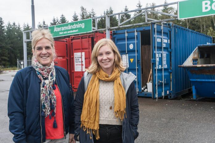 Renhållningschef Carina Åberg och projektledare Jenny Lagergren informerar om ett nytt insamlingssystem som kommer att träda i kraft under nästa år.
