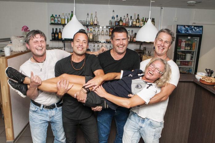 Kock Malin, alias Malin Eklund, har gjort klart med ytterligare tre festkvällar på före detta La Plaza, numera Älvhörnan. Fred Carlsson och grabbarna i Whiskey & The Beer Boys, Jerker Karlsson, Stefan Gustavsson och Joakim Ögren, står för den musikaliska underhållningen.