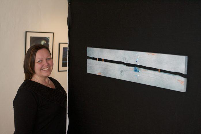 På söndag bjuder Cathrine Rohman-Fransson in till vernissage på Glasbruksmuseet i Surte.