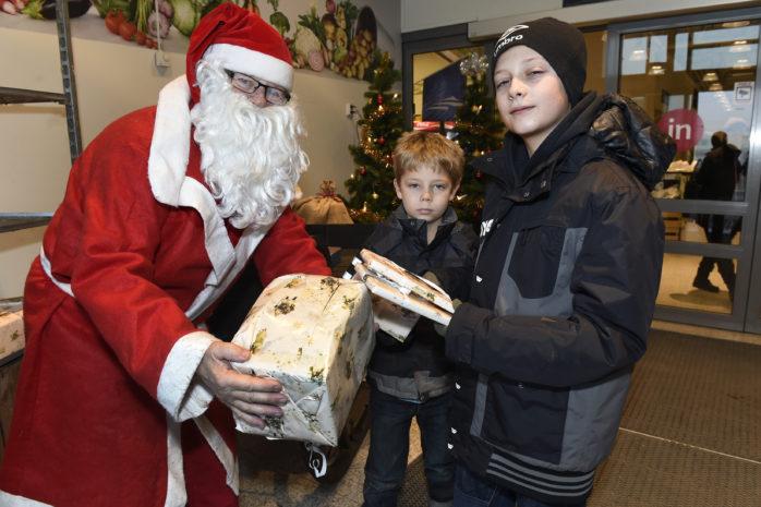Nu på söndag arrangeras julmarknad i Älvängen. Tomten finns på plats för att ta emot barnens önskelistor.