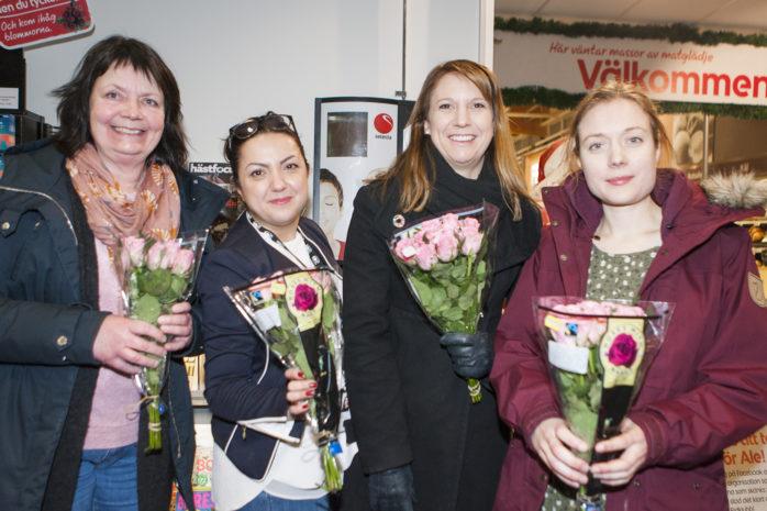 Delar av styrgruppen för Fairtrade City Ale, som utlyst en tävling för at kunna kora Ales mest omtänksamma person. Vinnaren kommer att erhålla Fairtrademärkta rosor och choklad på Alla hjärtans dag. Från vänster: Annika Friberg, Aida Karimli, Paula Örn och Caroline Rundlöf.