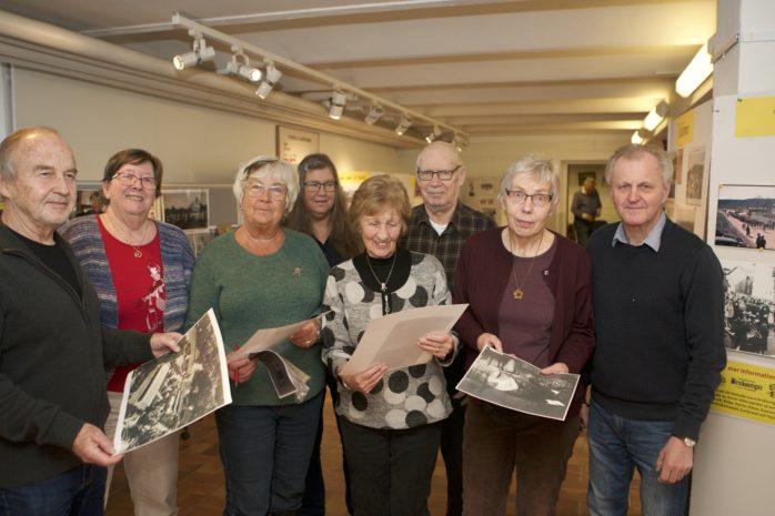 Här är Bruksongars medlemmar som skapat utställningen Öppet arkiv, som invigs på Glasbruksmuseet på söndag. Från vänster: Conny Nyström, Irene Olsson, Britt-Marie Hallberg, Britt-Marie Johansson, Maj-Lis Schäfer, Jan Pettersson, Birgitta Tollesson och Sven-Olof Nyberg.