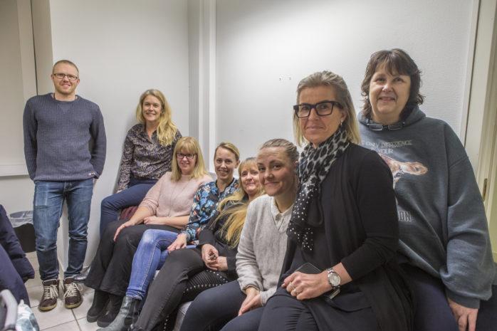 """Fredrik Bäck, Jenny Knaving, Carolina Kristell, Hanna Holmberg, Sofie Tjusling, Therese Alfredsson, Elisabeth Forsberg och Irene Ljunggren är styrelsemedlemmar i föreningen """"Hemma i Ale"""" som ska stötta alla frivillighem som finns i Ale."""