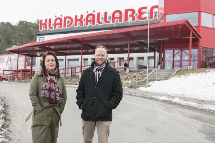 Klädkällarens ägare Marie Blohm och Peter Lindberg kan se tillbaka på fem framgångsrika år i Ale. Helgens jubileumsfirande blev välbesökt.