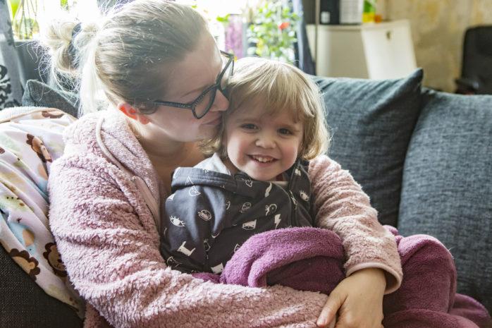 Malin Apel och hennes sjuke son Max, 4, kämpar fortfarande för att få hjälp av kommunen. Nu har hennes vän, Stina Gustafsson startat en insamling.