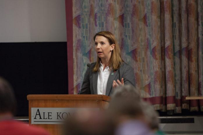 Paula Örn (S) kommer att lämna rollen som kommunstyrelsens ordförande i Ale, men först den 15 oktober.