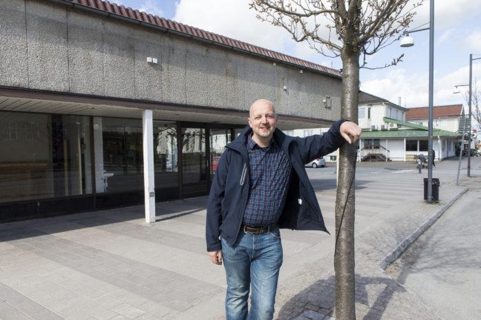 Mikael Berglund (M) vill bygga om den tidigare ICA-fastigheten till ett kommun- och samhällsbyggnadskontor.