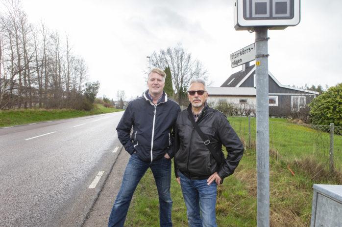 Bo Nilsson och Rainer Szczypinski vill se omedelbara åtgärder för att komma tillrätta med problemen på Starrkärrsvägen.