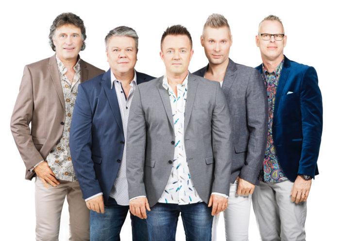 """Streaplers har släppt en ny skiva – """"Just ikväll"""". Onsdagen den 30 maj intar det populära dansbandet scenen på Café Torpet i Hålanda. Från vänster: Kenny Samuelsson, Per Lundin, Anders Larsson, Henrik Göransson och Kjetil Granli."""