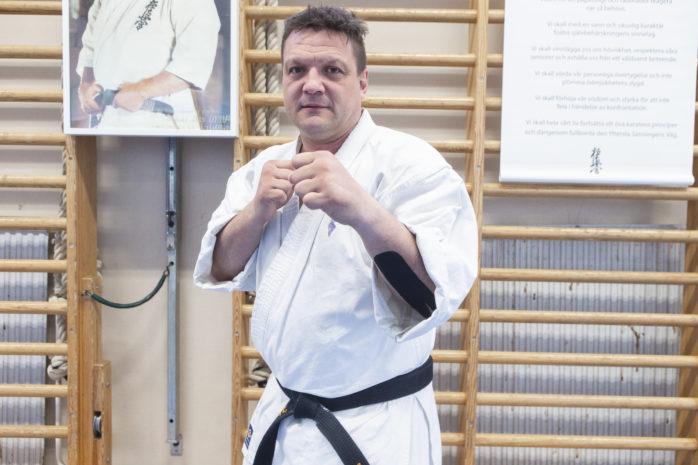 Petar Sprem från Ale Karate Club klarade en gradering i Japan och har nu fem guldstreck på sitt svarta bälte.