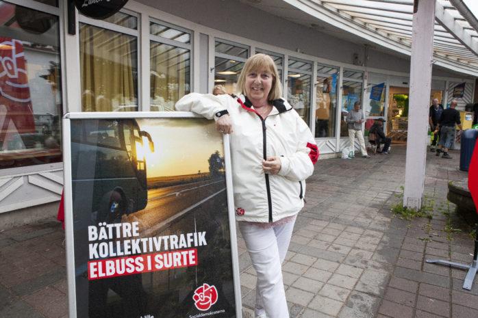 Monica Samuelsson (S) var en av flera socialdemokrater som hade nöjet att presentera ett första konkret vallöfte – elbuss till Surte.