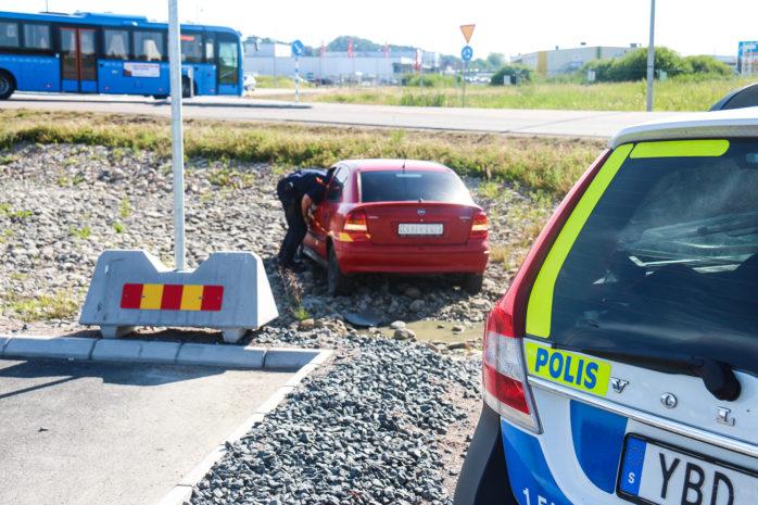 Felparkering? Bilen påträffade utanför Handelsplats Älvhem vid ICA Supermarket.