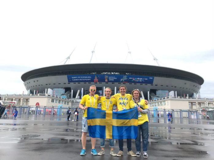 Aleborna Felix Johansson, Jesper Johannesson, Jesper Knaving och Markus Ahlbom utanför arenan tidigare idag.