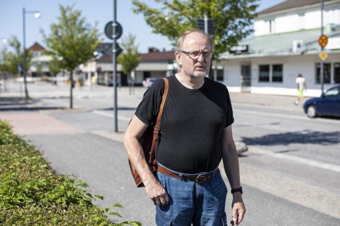 """Rolf Gustafsson (S), Samhällsbyggnadsnämndens ordförande, inser att hanteringen av Älvängens centrum kunde ha skötts bättre. Samtidigt vill han blicka framåt och skapa en vision """"Älvängen 2050"""" för att staka ut en positiv utveckling framåt."""