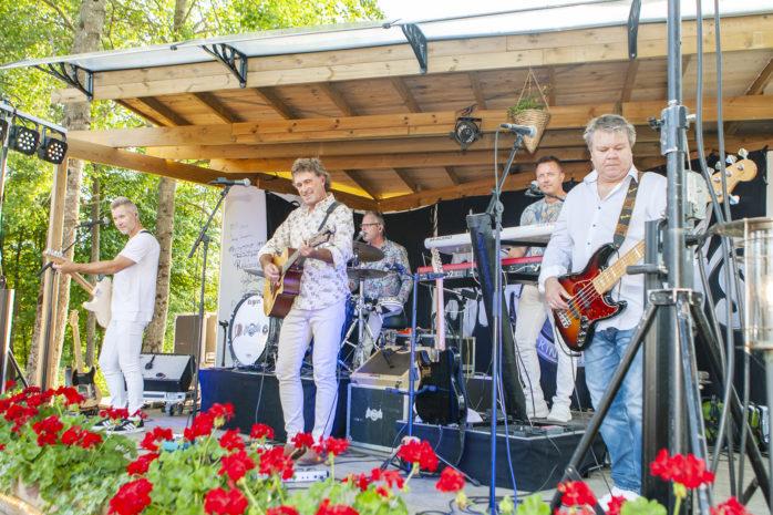 På fredag intar dansbandet Streaplers scenen på Café Torpet i Skepplanda.