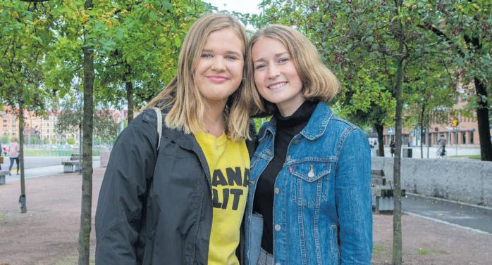 """Julia Sundqvist och Alice Brännudd leder kören """"En Plats för Alla"""" som är ett integrationsprojekt."""