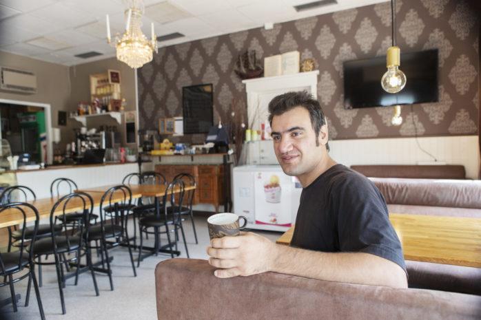 Korush Damsaz är ny ägare till Skepplanda Café & salladsbar.