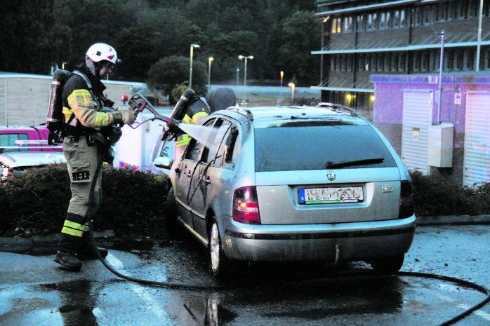 Bilbrand på måndagskvällen utanför Björkliden i Alafors. Foto: Christer Grändevik